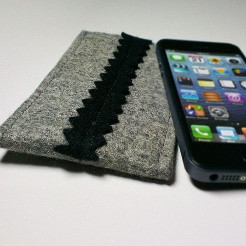 iPhone 5 Case - Noir ZigZag